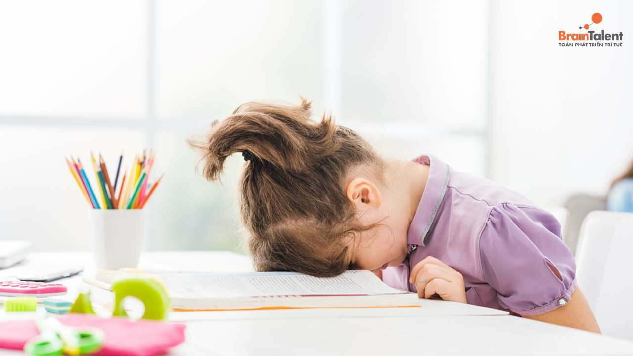 trẻ học không tập trung