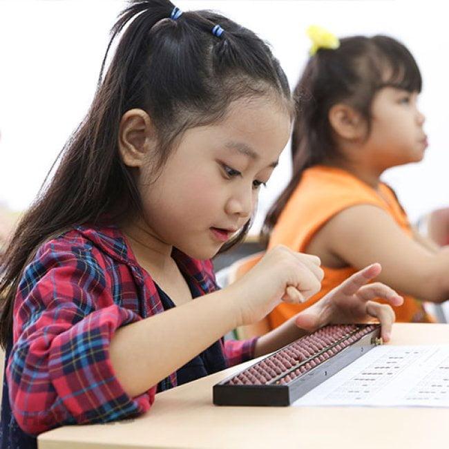 Có nên cho các bé học toán tư duy khi còn bé?