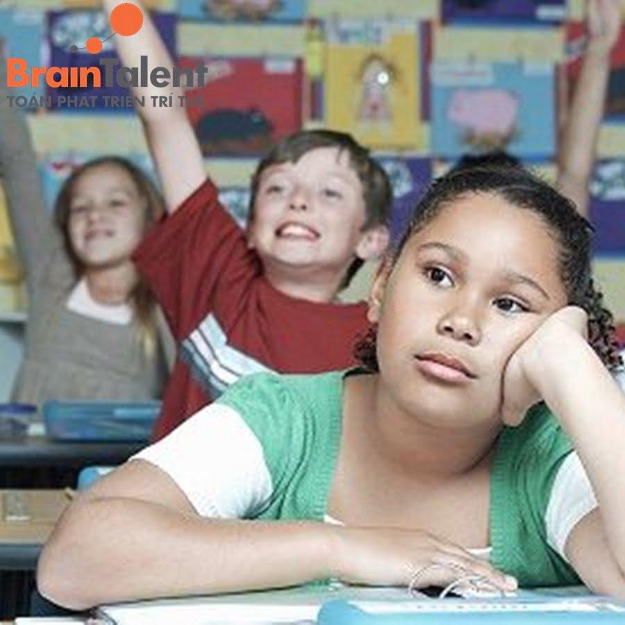 Cha mẹ, thầy cô là người góp phần quan trọng đến quá trình học của con